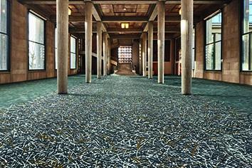 Philippe Starck Touche Désormais Le Sol Le Bâtiment Artisanal